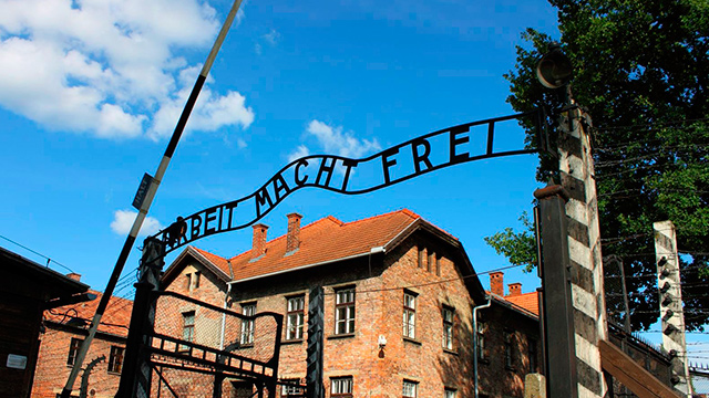 Eingang eines Konzentrationslagers