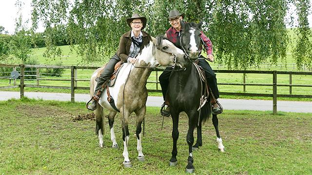 Doris und Peter Egli auf ihren Pferden