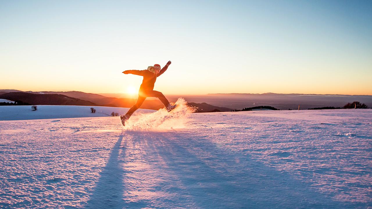 Freudensprung im Schnee