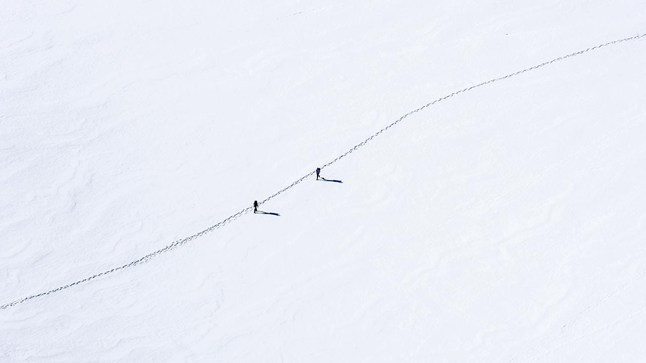 Spurweg als Grenze zwischen zwei Flächen