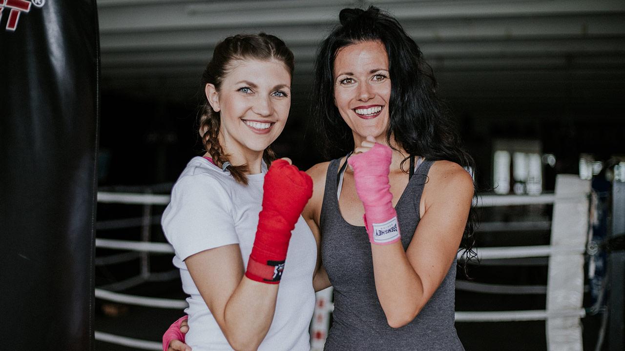Moderatorin Jacqueline Straub und Gast Julia Heggli