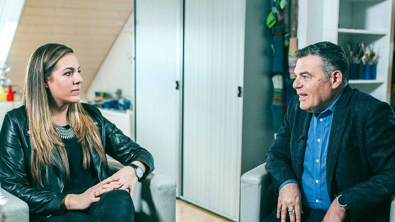 Gast Ilenia Ragatuso und Moderator Ruedi Josuran | (c) ERF Medien