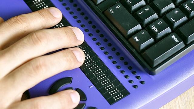 Blindenschrift-Zusatz einer Tastatur (c) 123rf