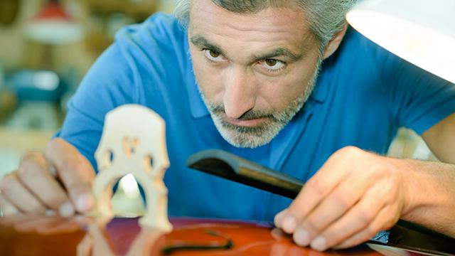 Besonderes Können, besondere Berufung: Geigenbauer
