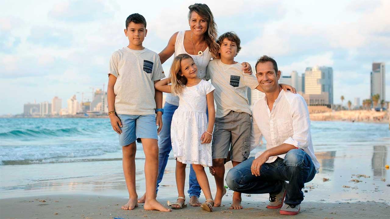Tabea und Matt Oppliger mit Kindern   (c) privat