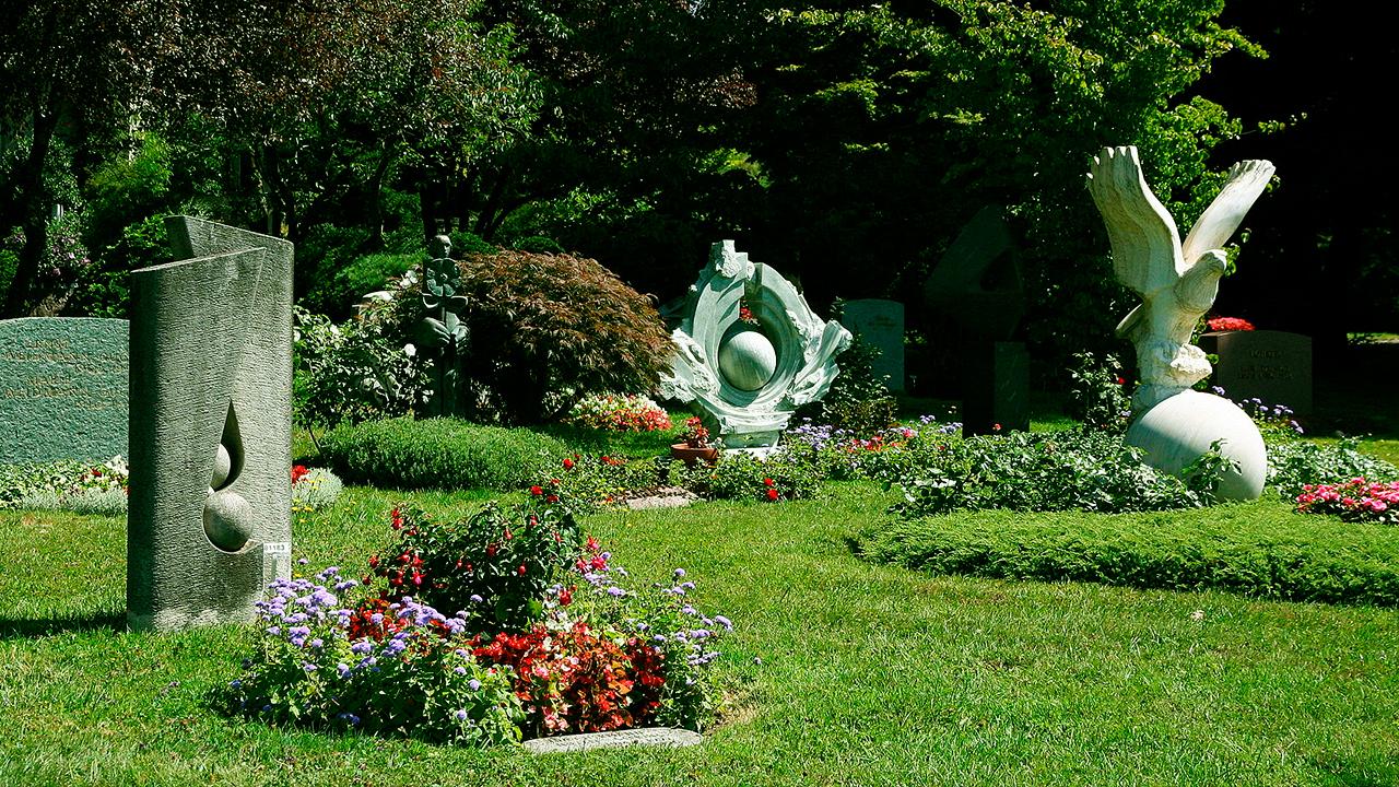 Gräber im Friedhof Zürich-Hönggerberg | (c) Charly Bernasconi/Wikipedia