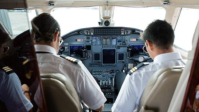 Cockpit mit Piloten