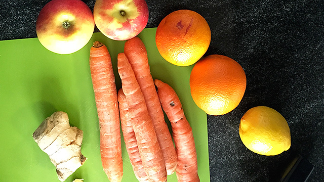 Karotten-Orangen-Ingwer-Apfel-Saft
